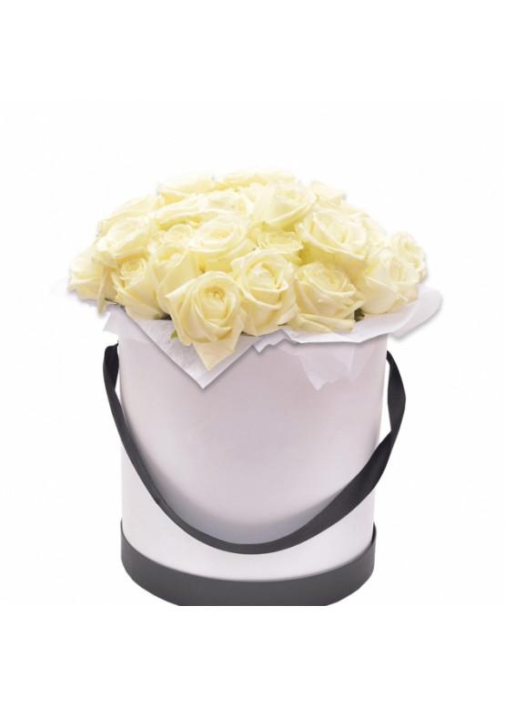 25 роз Вайт Наоми в коробке